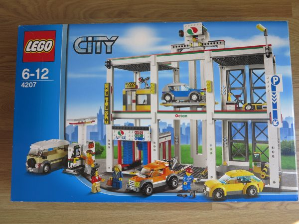 náhled Lego City 4207 Autopark a Garáž