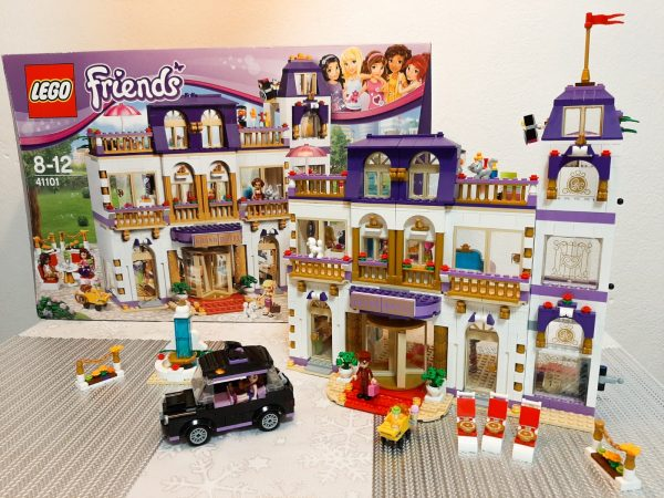 náhled LEGO Grand hotel s taxi - Friends 41101