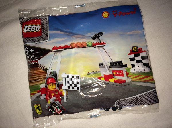 náhled Lego 40194 Finish line and Podium - Cílová rovinka a stupeň vítězů